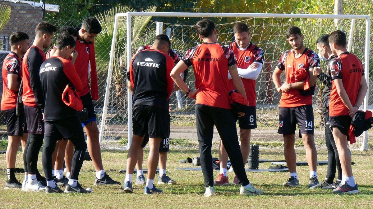 Deportivo Maipú realizó el viernes su última práctica en forma presencial.