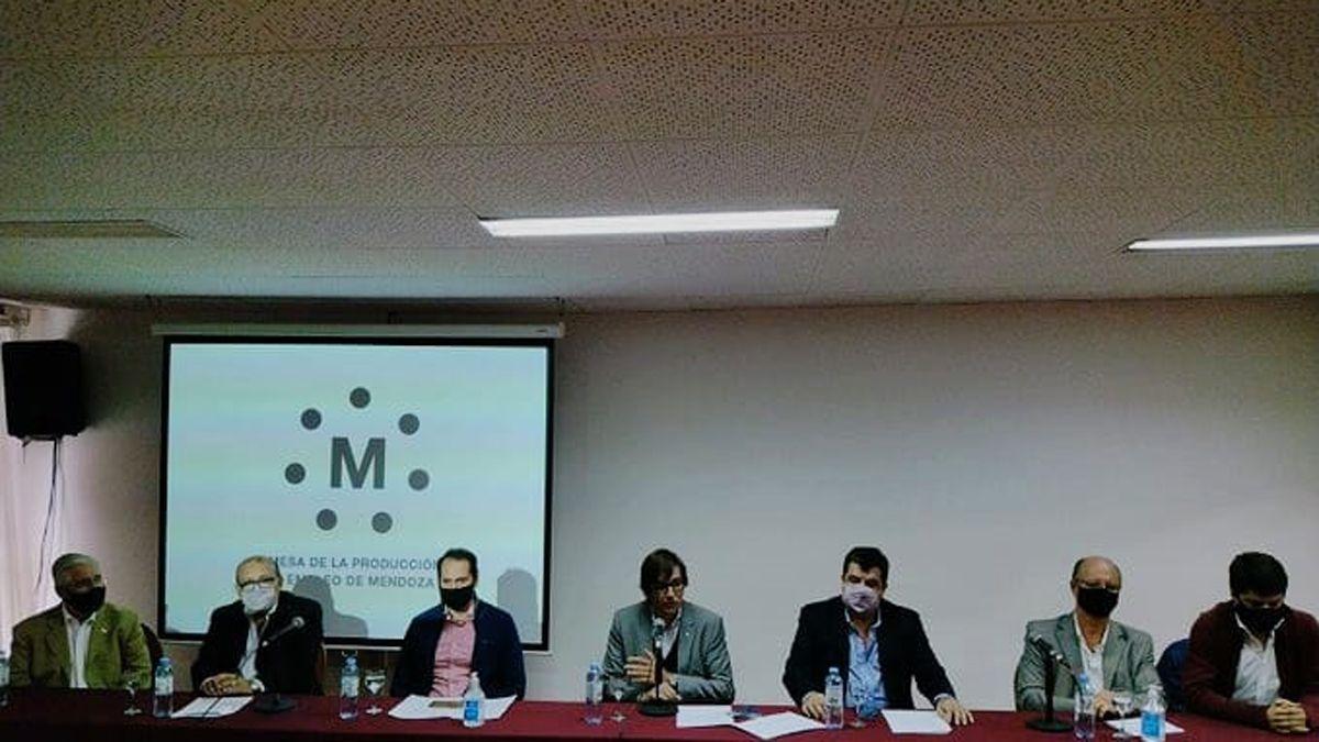 Empresarios de la Mesa de la Producción y el Empleo de Mendoza cuestionaron las constantes políticas erradas del Gobierno.