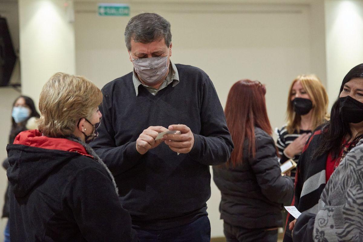 El intendente lasherino Daniel Orozco se mostró muy conforme con la organización de la Elecciones 2021 en su departamento, luego de votar este domingo -cerca de las 9.30- en la escuela República Oriental del Uruguay.