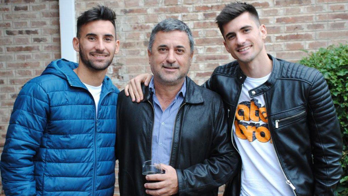 Alfredo junto a su papá Gustavo y su hermano Ignacio.