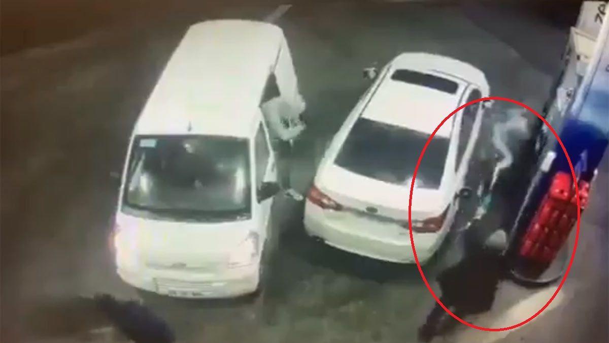 Captura de video: bañó a los ladrones en nafta para evitar el robo.