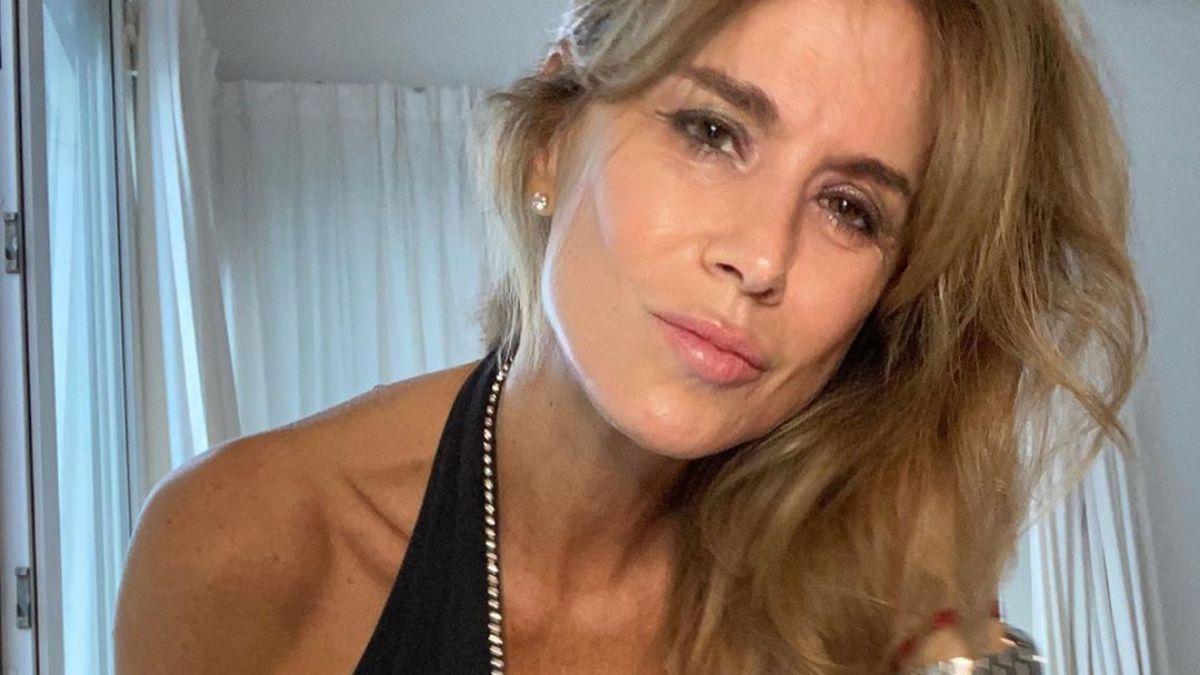 La explosiva foto de Flavia Palmiero en bikini diminuta a los 54 años: Sin complejos