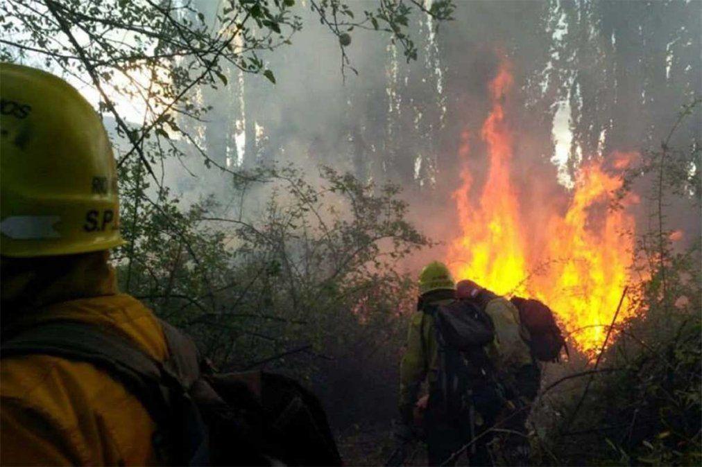 El dramático rescate a bomberos atrapados en el incendio de El Bolsón