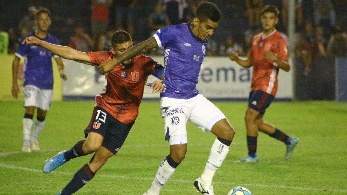 El volante Nicolás Quiroga seguirá jugando en Sarmiento de Resistencia.