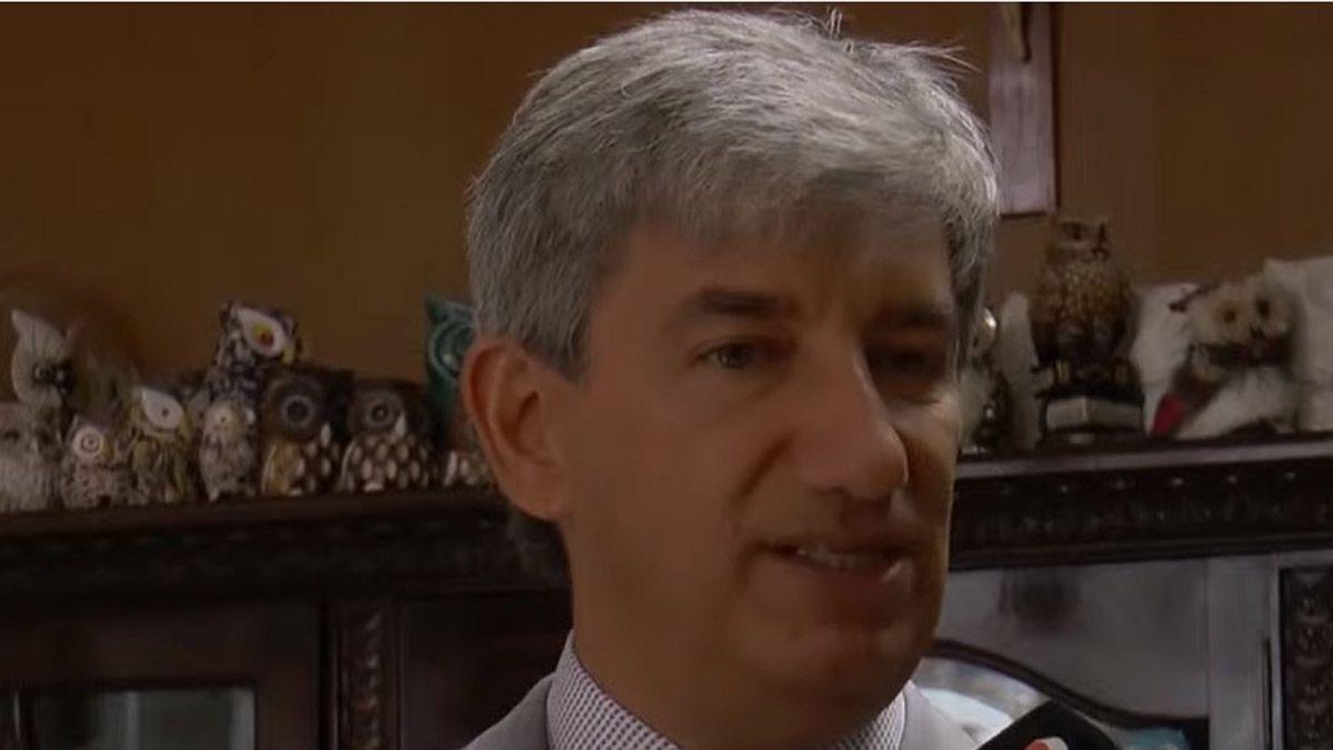Walter Bento tiene su despacho lleno de muñecos de búhos y lechuzas.