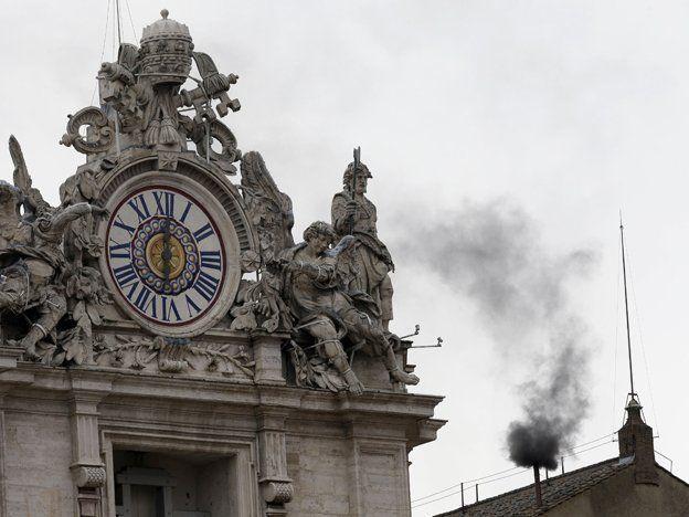 No habemus Papa: el cónclave aún no eligió al sucesor de Benedicto XVI tras la segunda fumata negra