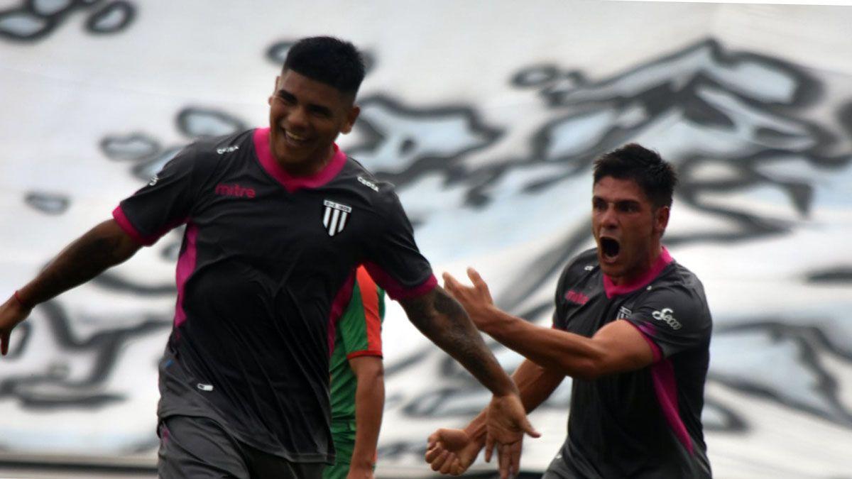 Oscar Garrido asistió a Lentini en el primer gol del Lobo.