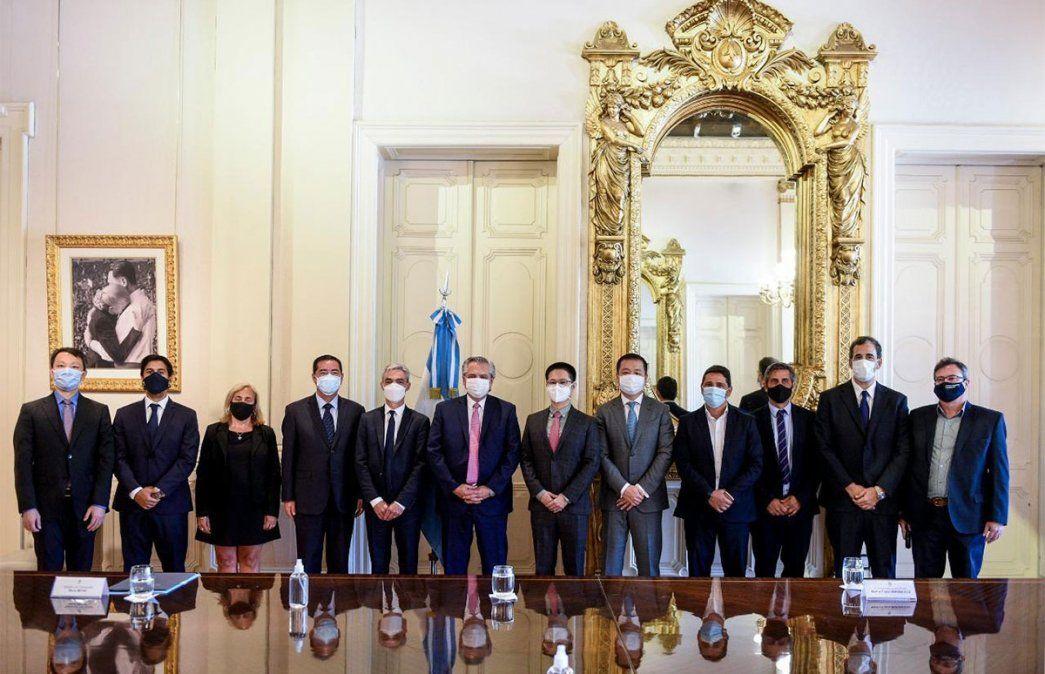 Alberto Fernández firmó con China por 4.695 millones de dólares para la reactivación de tres líneas ferroviarias de carga que incluyen a Mendoza. Foto: Presidencia de la Nación.
