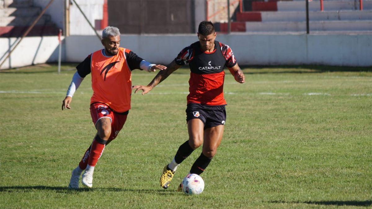 Maipú y Huracán se probaron en un amistoso en Las Heras