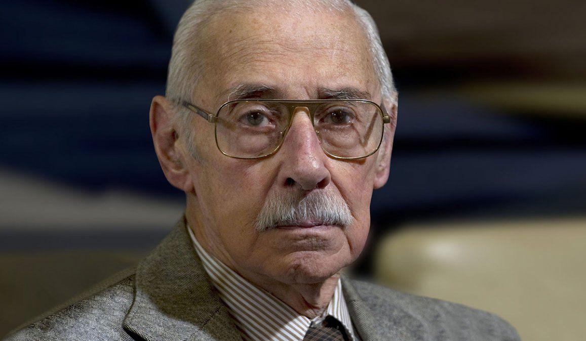 Piden que el Gobierno español quite condecoraciones a Videla