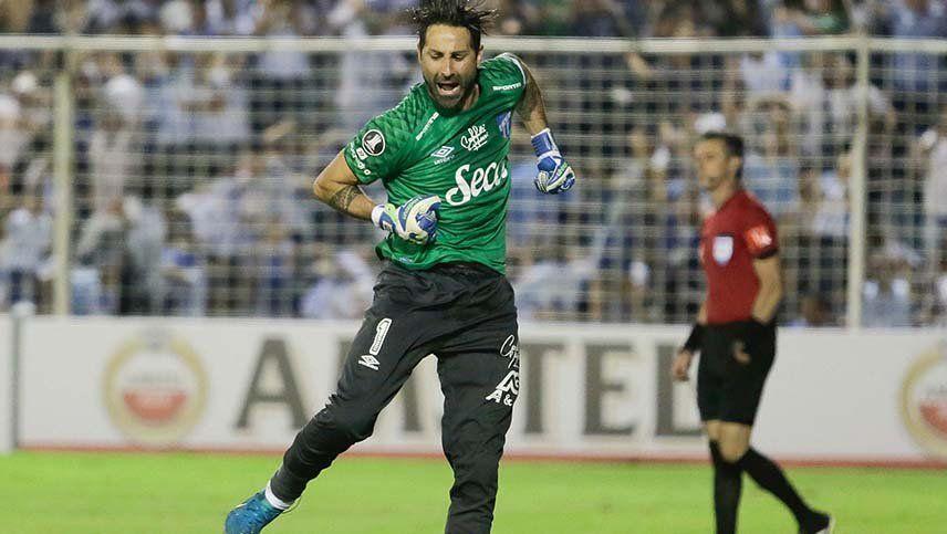 Lucchetti tenía a su hija internada, pero jugó y le dio el pasaje a Atlético