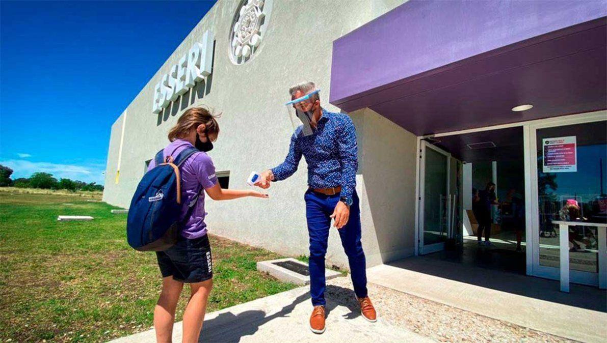 Colegio Esseri de La Plata abrirá sus puertas el próximo lunes argumentando que los alumnos están en emergencia emocional y no acatará el decreto de Alberto.