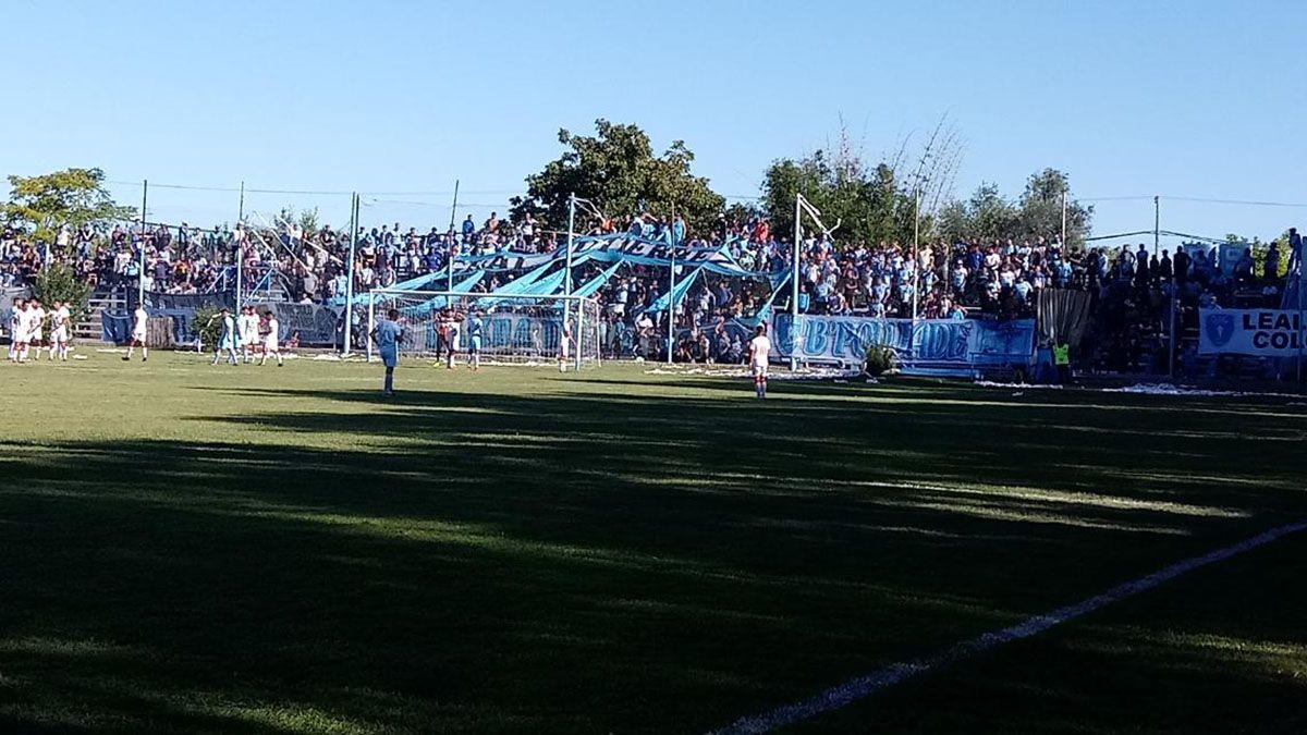 Los hinchas de Gutiérrez festejaron ganarle a Maipú y llegar a la final.