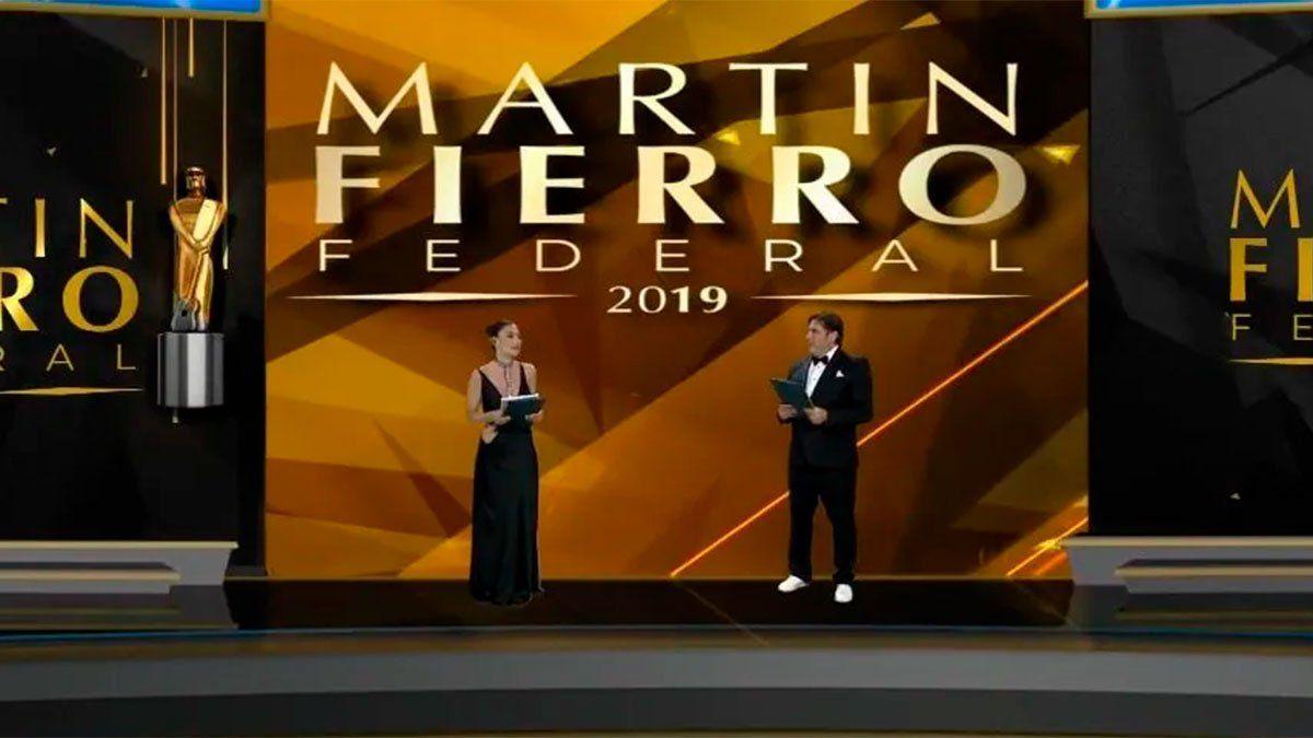 Martín Fierro Federal 2019 en formato virtual. Los conductores Matías Alé y Sofía Jujuy Jiménez.