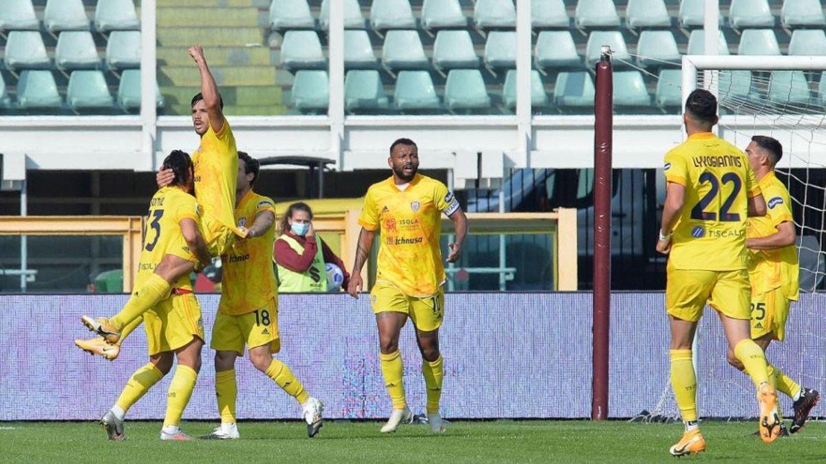 Gio Simeone marcó un doblete y mantiene su racha goleadora