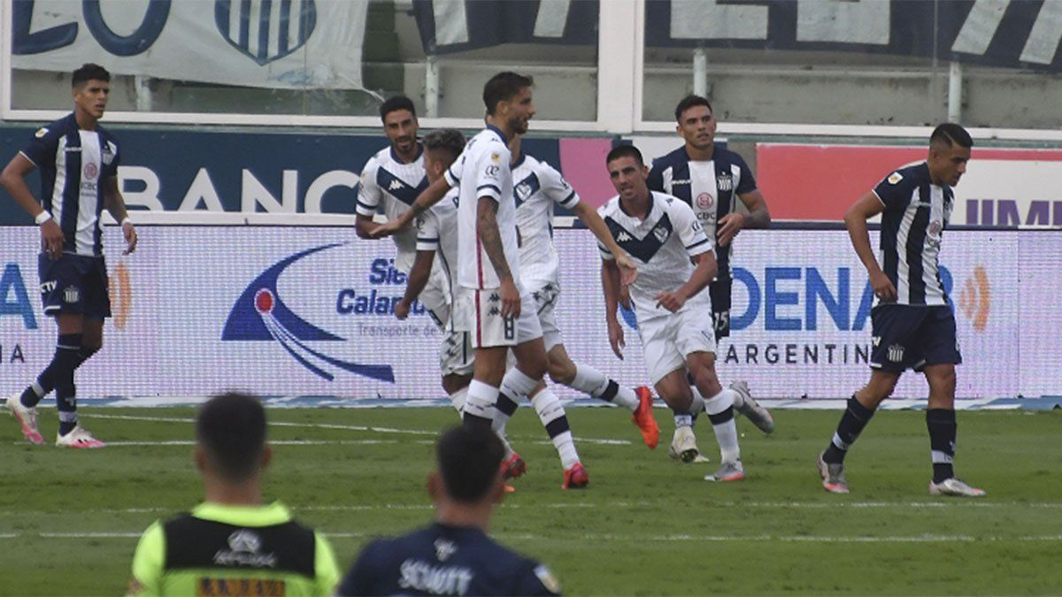 Vélez se recuperó, derrotó a Talleres y manda en la Zona B