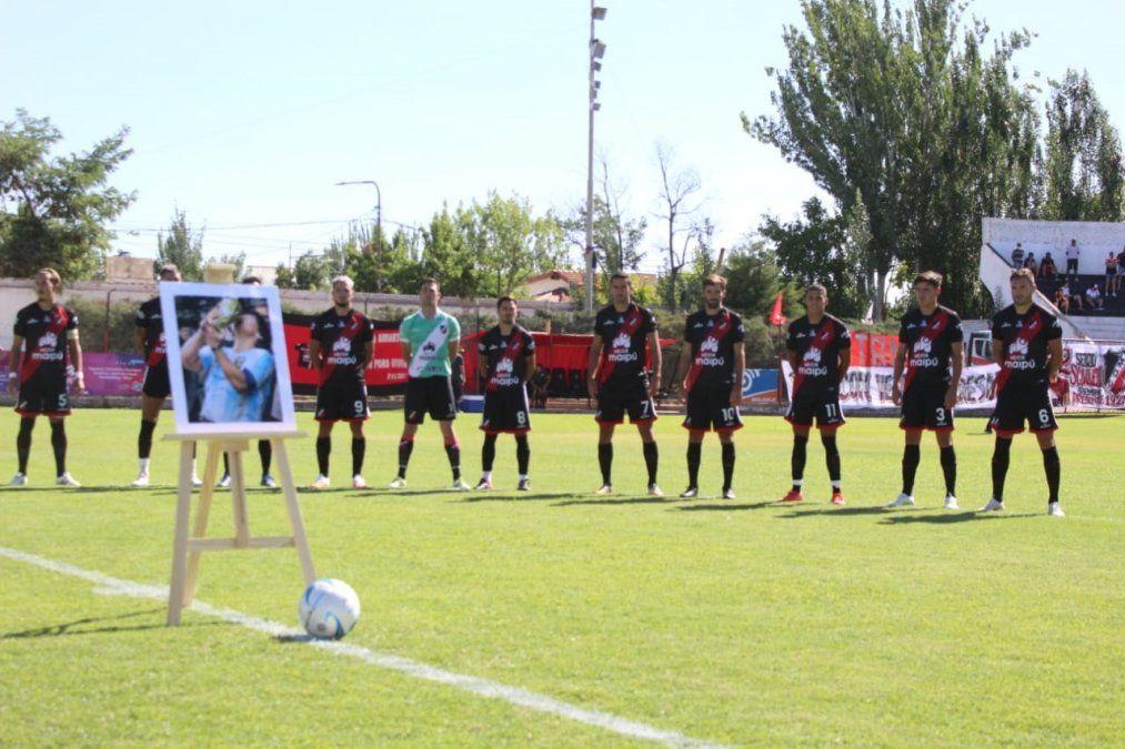 Deportivo Maipú le brindó un emotivo homenaje al Diego. Foto: gentileza Prensa Maipú.