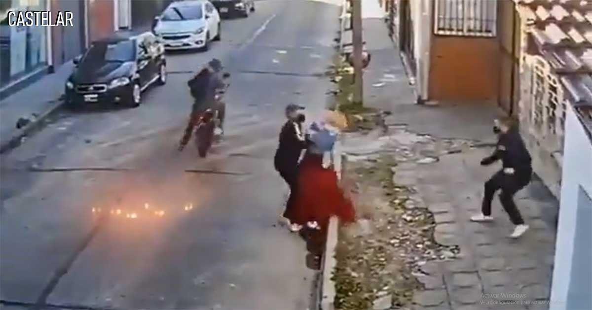 Inspector de tránsito fue detenido luego de asaltar como motochorro a una mujer y enfrentarse a tiros con la Policía