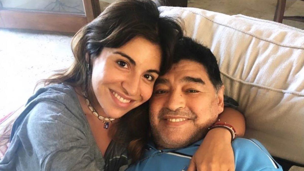 Gianinna Maradona publicó una foto inédita de Diego con un desgarrador mensaje: Bajá un ratito