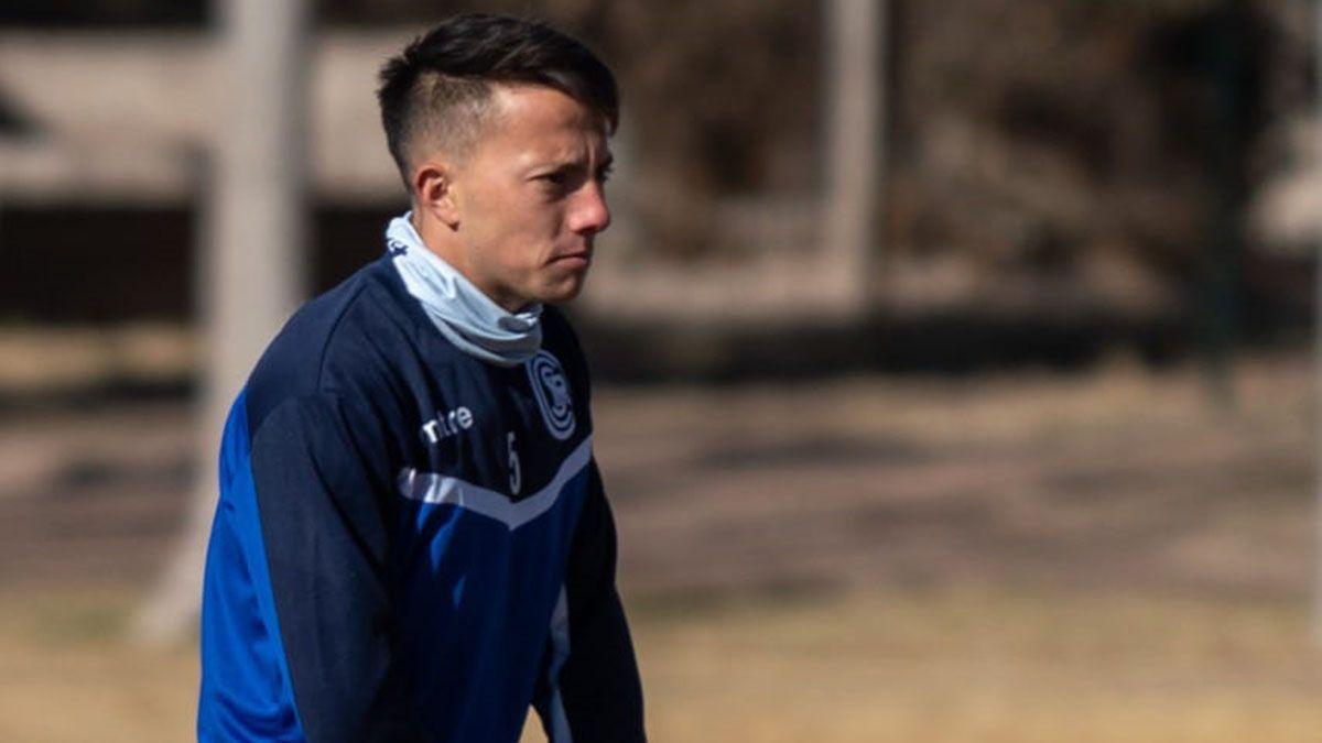 Santi Übeda podría dejar el equipo que orienta Marcelo Straccia y seguir su carrera en el Sol de América de Paraguay.