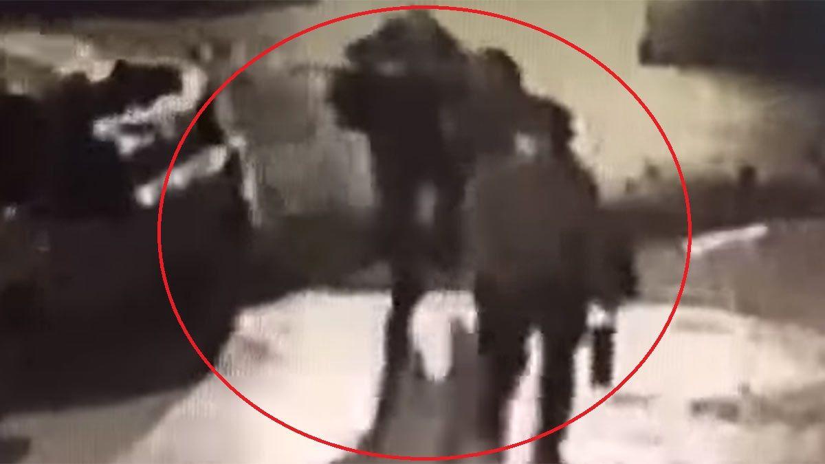 Captura de video. El hombre ingresaba a su departamento con dos mujeres. ¿Viudas negras?