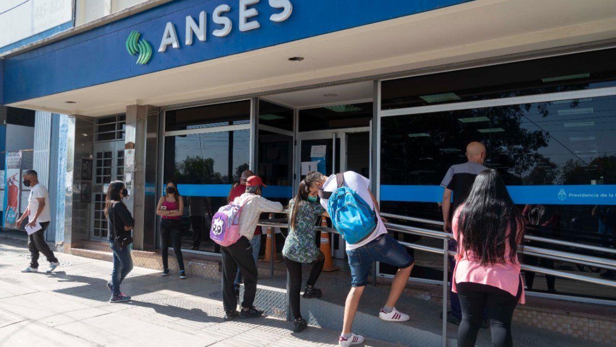 AUH SUAF Jubilados  Semana clave en el calendario de pago de ANSES: quién cobra hoy