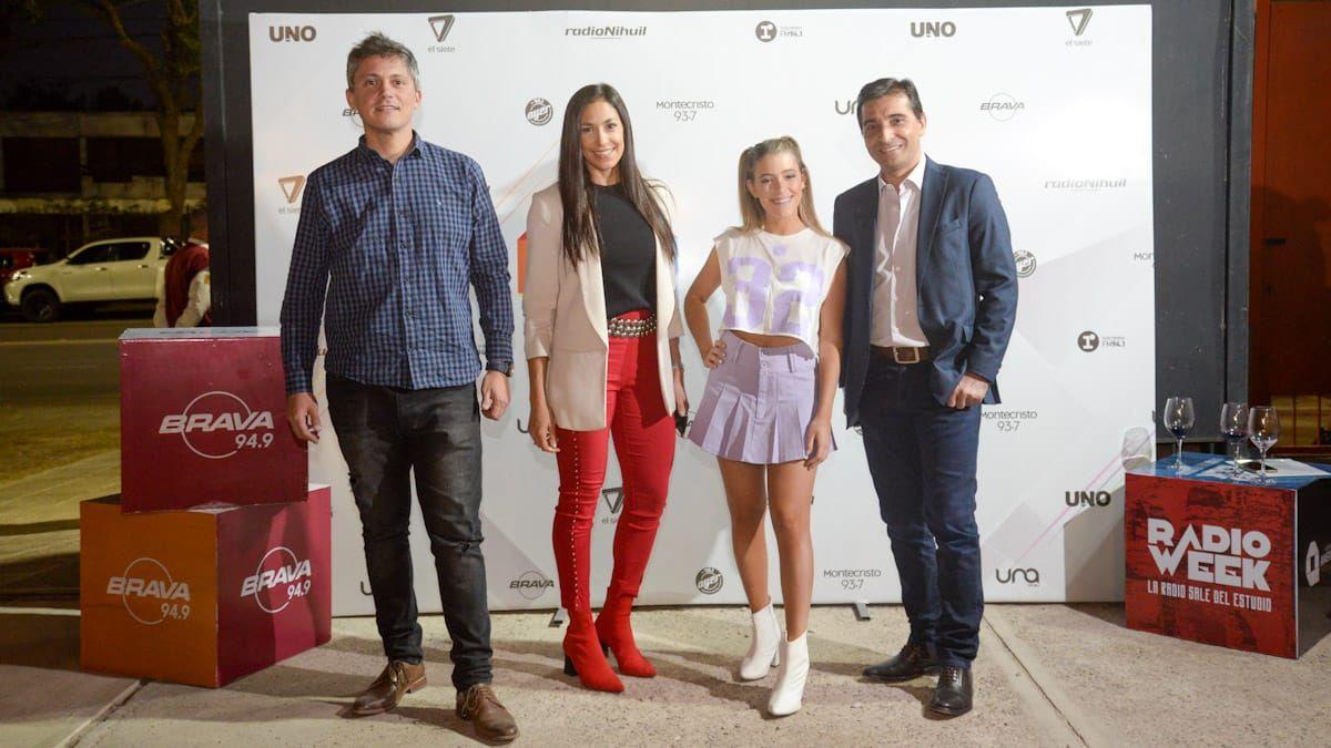 Gabriel Ferrari jefe de Ventas de Grupo América Cuyo , Sabrina Salvi gerenta comercial de Grupo América Cuyo, Clari Ceschin de FM Brava y Gustavo Carrillo gerente general de Grupo América Cuyo.