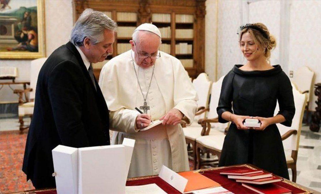 El presidente Alberto Fernández declaró ante la Oficina Anticorrupción haber recibido 277 obsequios en su primer año en la Casa Rosada. Un rosario