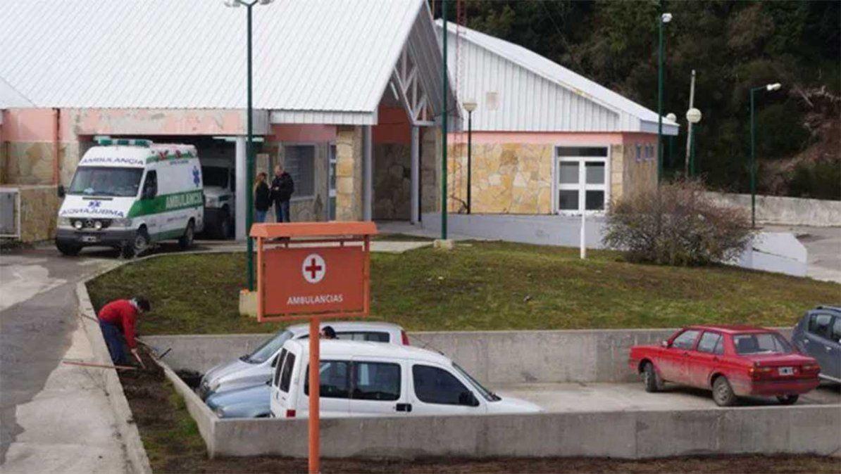 Una mujer se había contagiado de coronavirus y murió luego de esperar durante diez días una cama de terapia intensiva en Villa La Angostura
