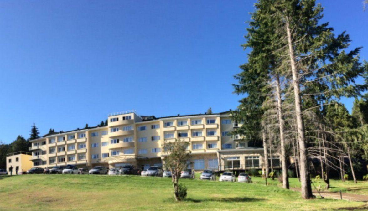 Bariloche violento: un egresado fue empujado desde el segundo piso del hotel