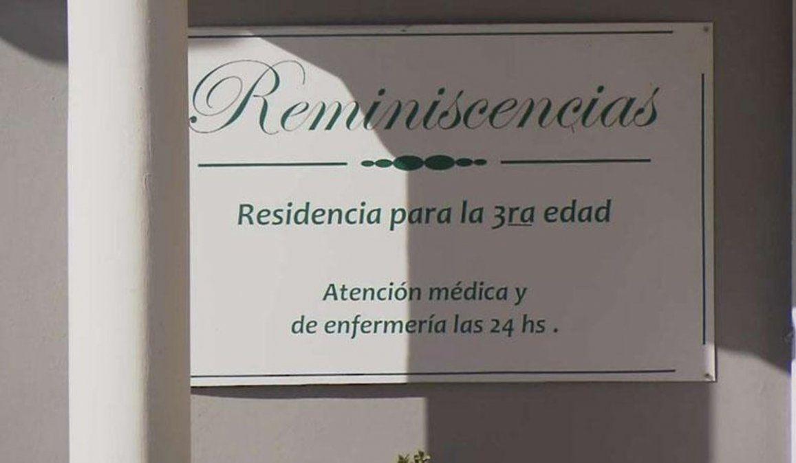 Organizaron un abrazo cuidado en un geriátrico y los multaron por 2 millones