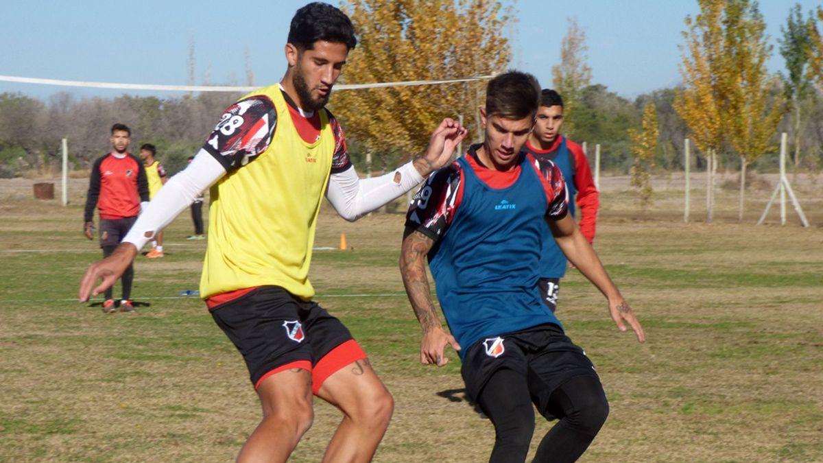 El delantero está en la práctica en el predio de Maipú junto al defensor Lucas López.