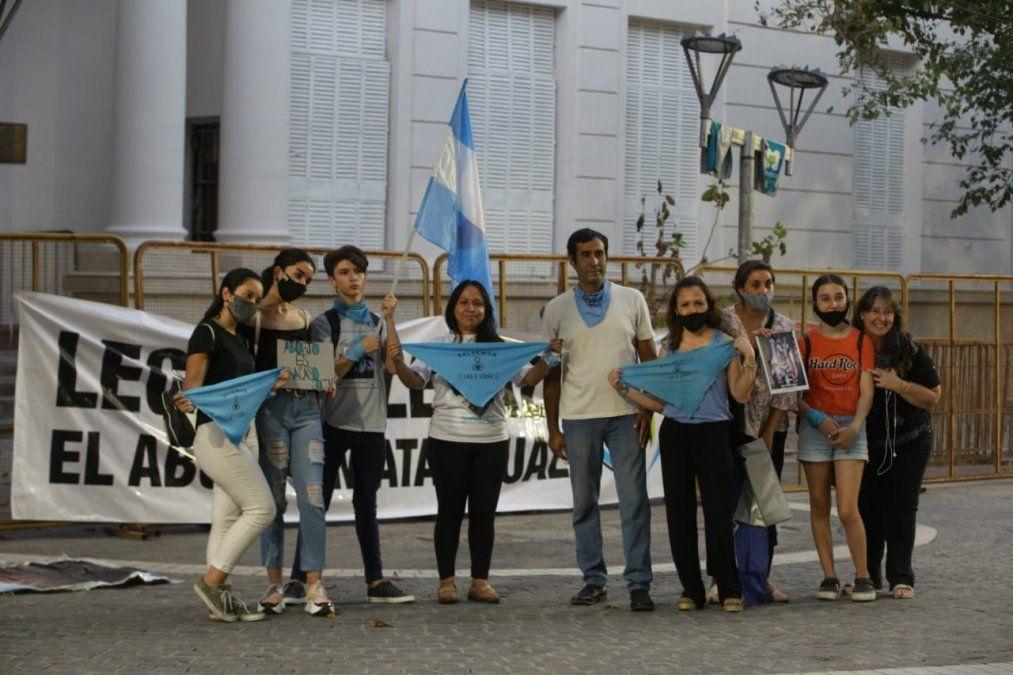 Grupos provida también se manifestaron en Mendoza en rechazo al proyecto del aborto.