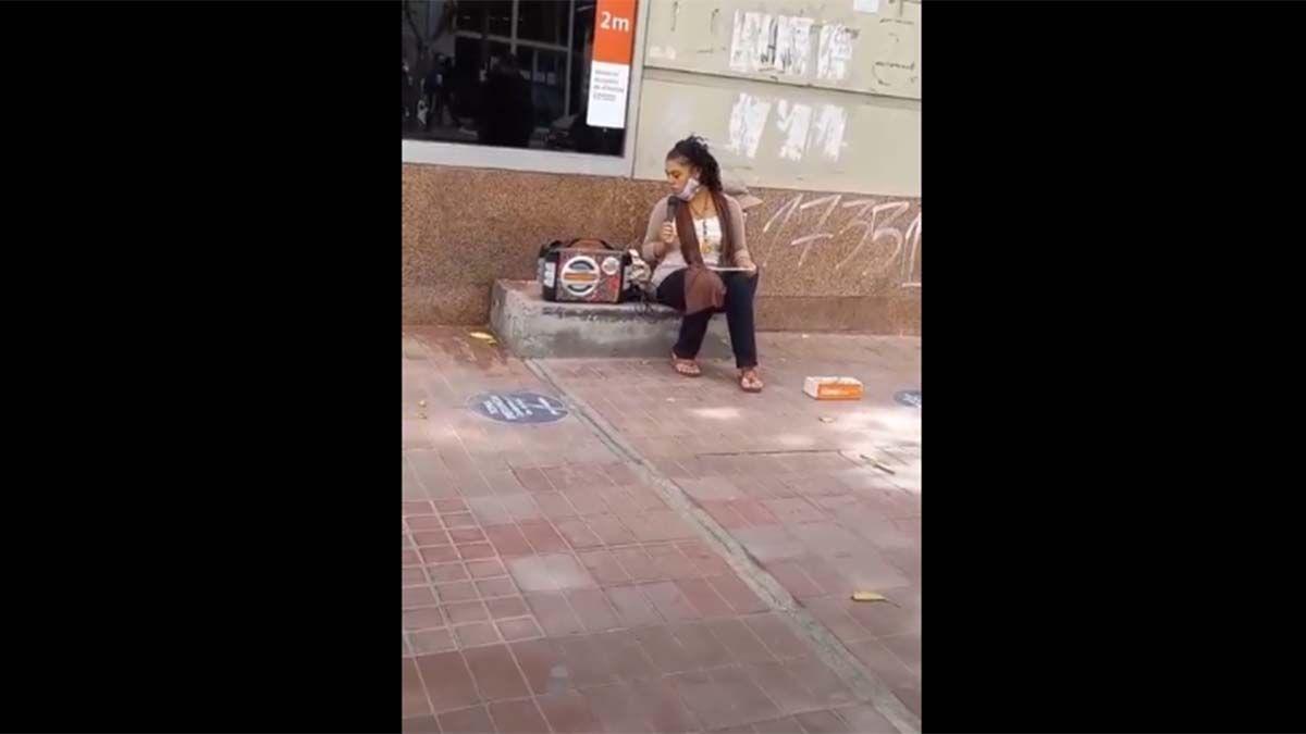 La mujer suele cantar en Guaymallén. Su video se hizo viral en pocos días