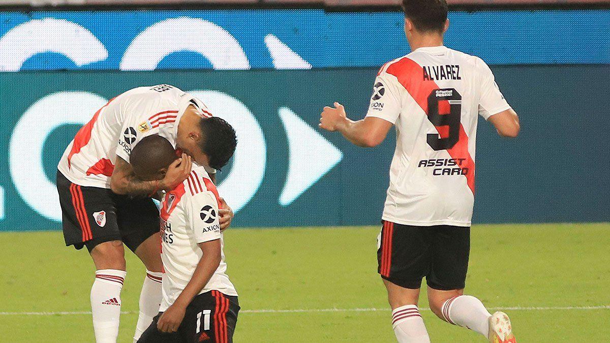 River, sin sobrarle nada, venció a Rosario Central por 2 a 1