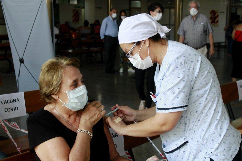 Los jubilados afiliados a PAMI comenzarán a ser vacunados en breve según adelantó el titular de la delegación local