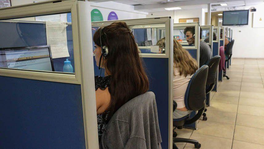 Cómo funciona el 0-800 Covid, el centro de llamadas que atiende dudas y temores