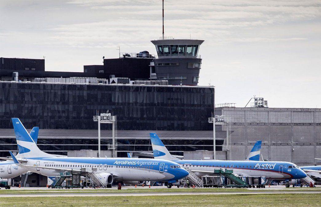 Aerolíneas Argentinas anunció que a partir del 15 de mayo suspenderá algunos vuelos internacionales durante por lo menos 45 días por la situación sanitaria.