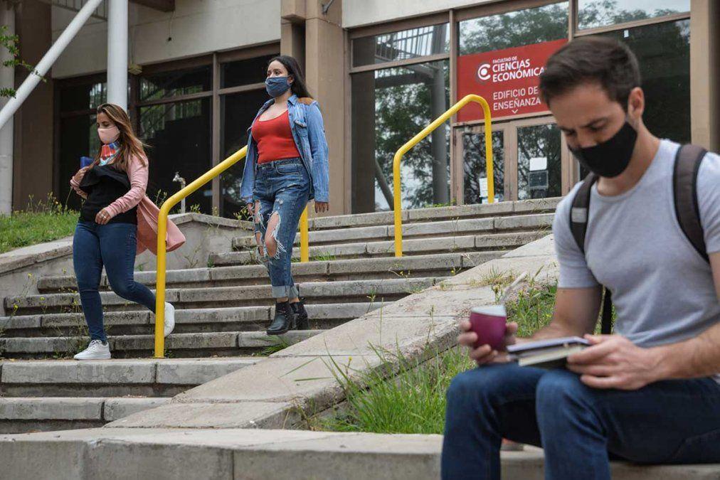 Mendoza y el país plantean el regreso a las clases presenciales a las aulas a pesar de la pandemia y la UNCuyo no es la excepción.