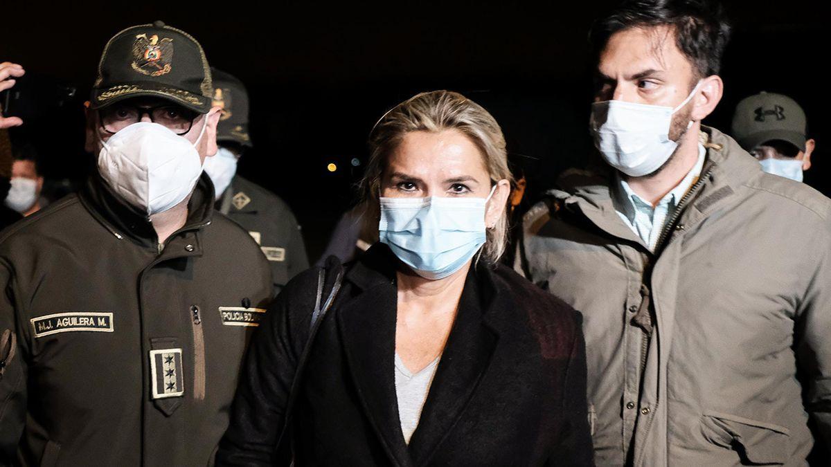 Detuvieron a la expresidenta de facto de Bolivia Jeanine Áñez por una denuncia de golpe de Estado al gobierno de Evo Morales.