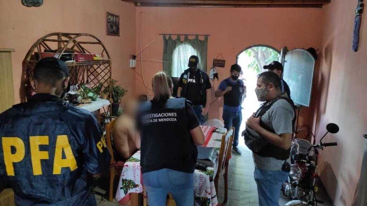 El pedófilo de Luján de Cuyo fue detenido tras un allanamiento realizado por la Policía Federal y la Policía de Mendoza