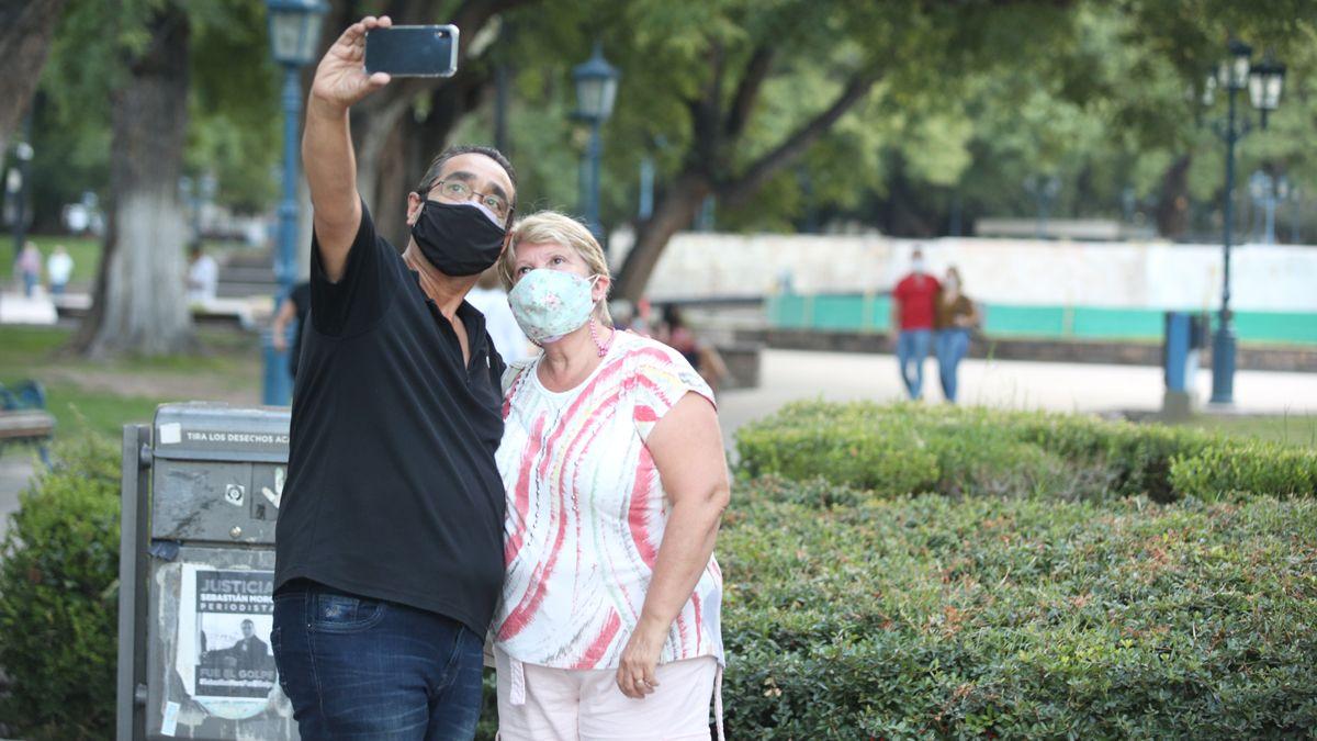 El crecimiento de casos de coronavirus en Mendoza no deja de preocupar a las autoridades por el colapso del sistema sanitario.