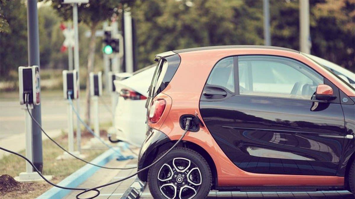Ya hay muchos autos eléctricos en el país. Este nuevo convenio abre las puertas a otro sector al incorporar a los utilitarios.