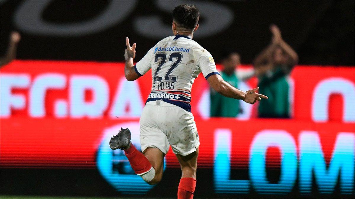 San Lorenzo ganó y Rojas marcó un tremendo golazo