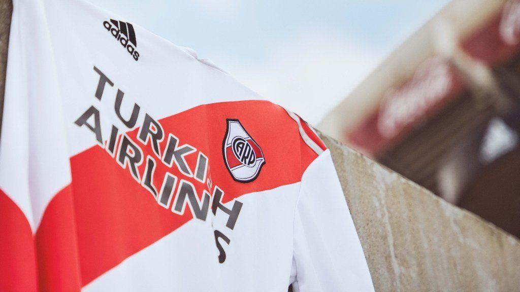 La nueva camiseta de River presentada por Adidas.