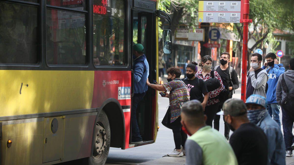 El transporte público de pasajeros funcionará con frecuencias especiales durante el feriado largo de Semana Santa.