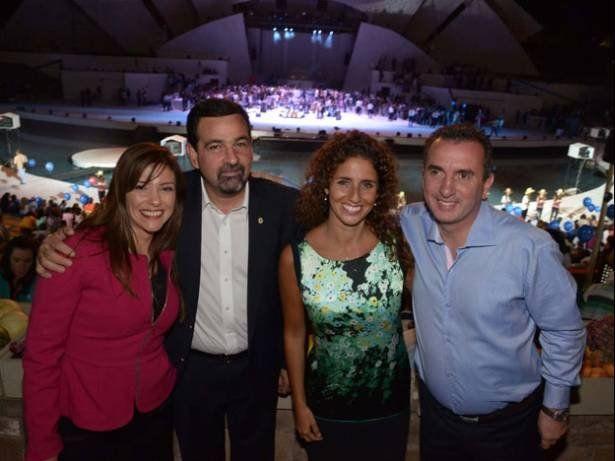 El gobernador llegó temprano al Teatro Griego para vivir la Fiesta