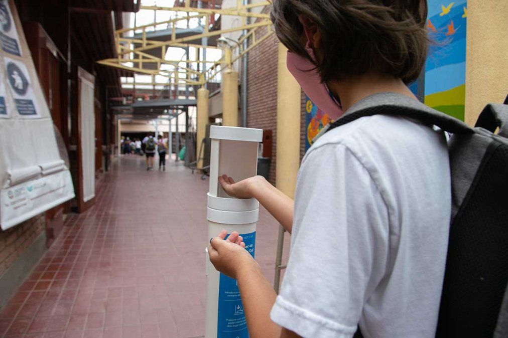 La Escuela Carmen Vera Arenas (ECVA) de la UNCuyo cumplió su primera semana de marzo con la implementación de un sistema mixto.