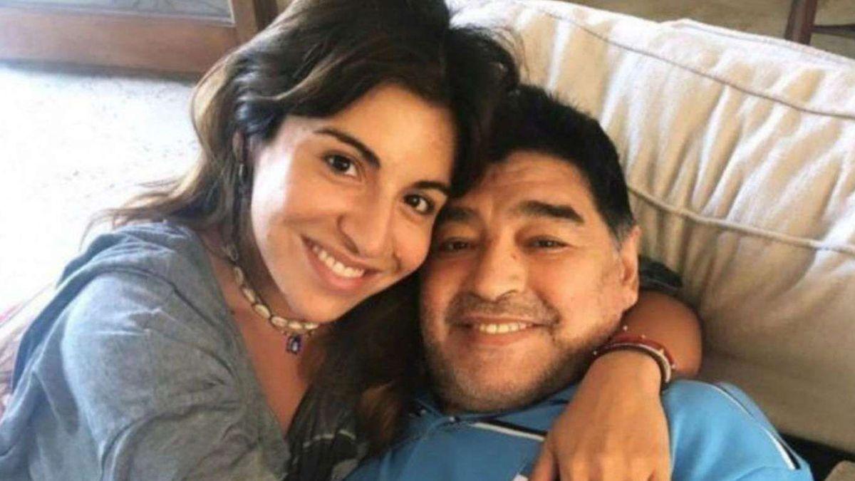 Diego Maradona junto a su hija Gianinna