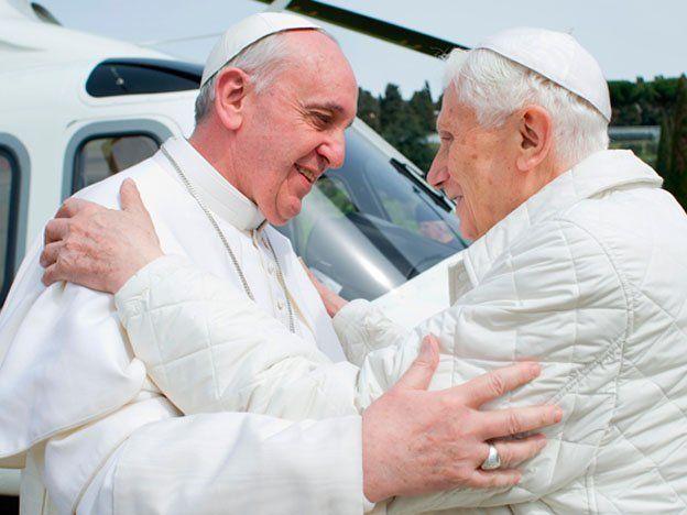 Histórico encuentro de los papas Francisco y Benedicto XVI
